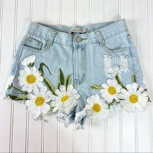36 points 5 Daisy Distressed Jeans Shorts Sz. M
